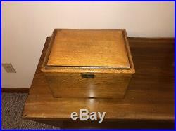 Regina Oak Style 22 Music Box & 8 Discs